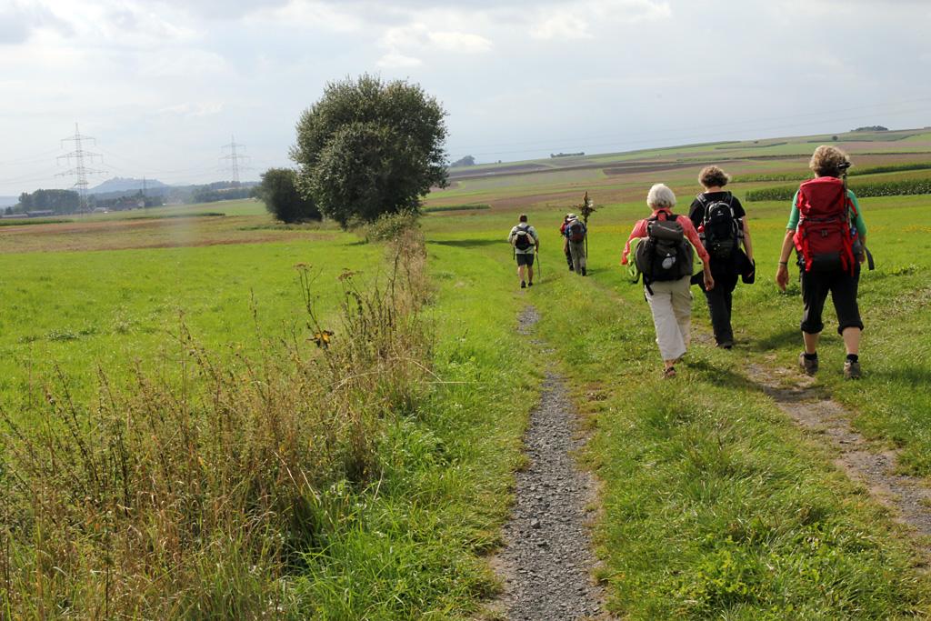Pilger auf dem Elisabethpfad zwischen Momberg und Kirchhain